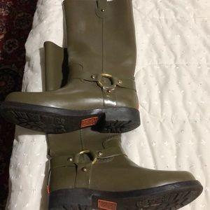 Micheal kors rain boots in kakhi